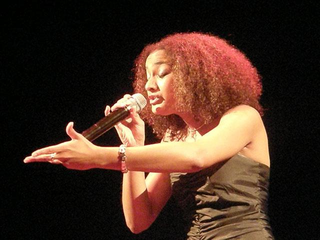 Sharon Kips bij concert Zon en Zegen
