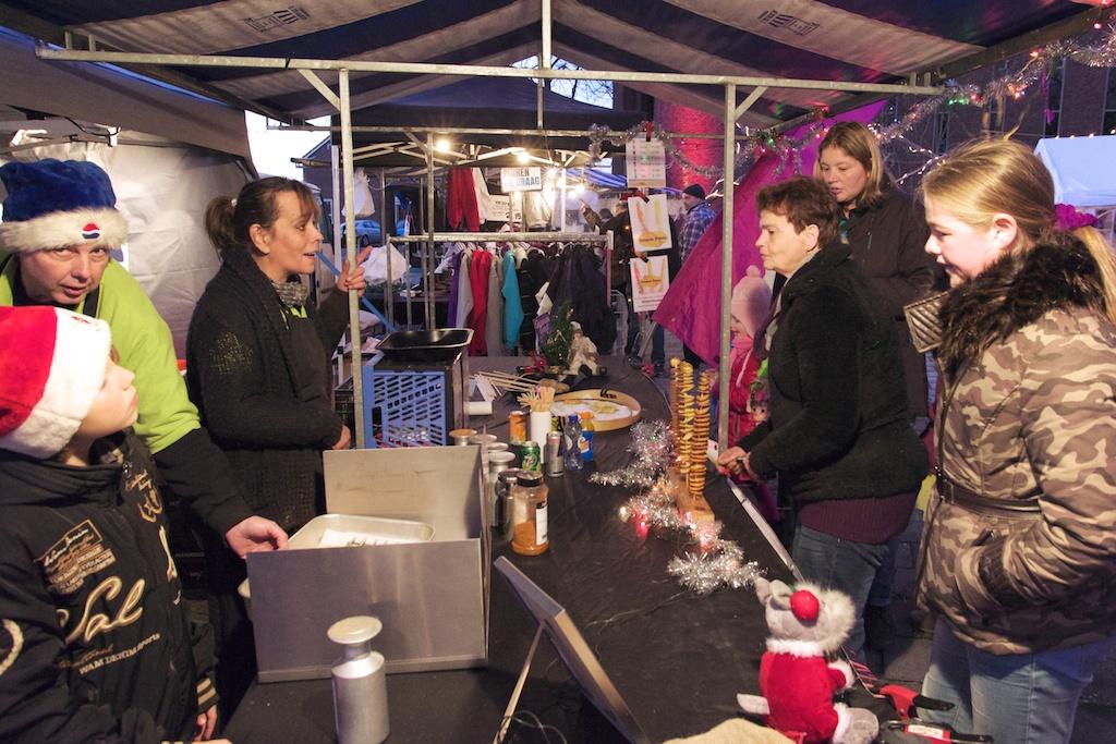 Sfeervolle kerstmarkt in Biddinghuizen