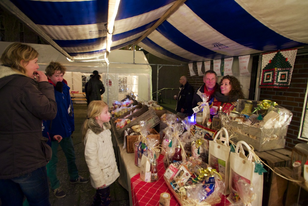 Kerstmarkt en kerstkofferbakmarkt in centrum