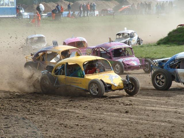 Monstertruck tijdens Koninginnecross