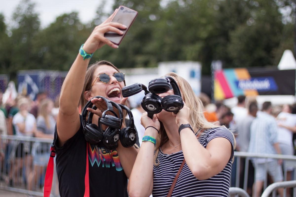 Lowlands silent disco is met 30.000 koptelefoons