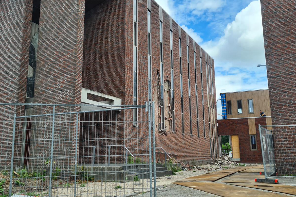 Sloop kerkcentrum Voorhof bijna begonnen