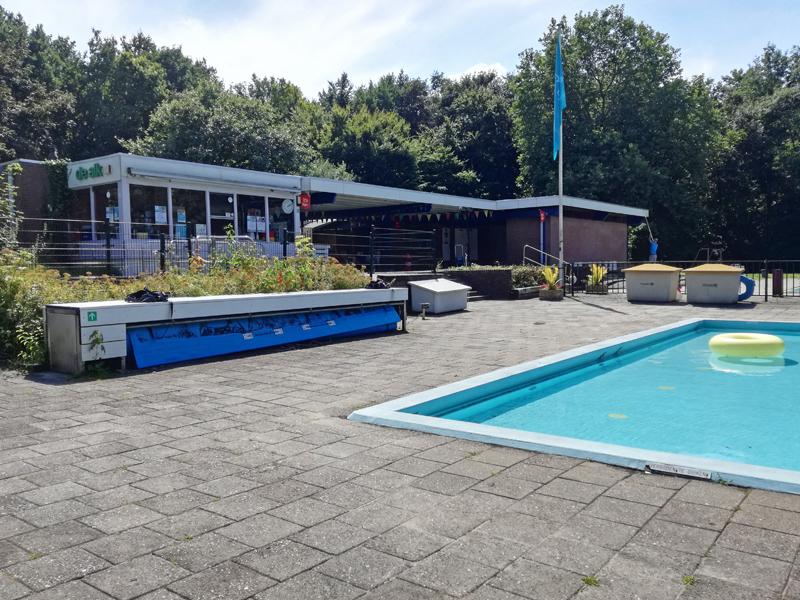 Hulp gezocht om verder op te ruimen bij zwembad De Alk