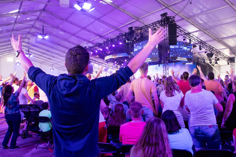 Opwekking bindt duizenden gelovigen