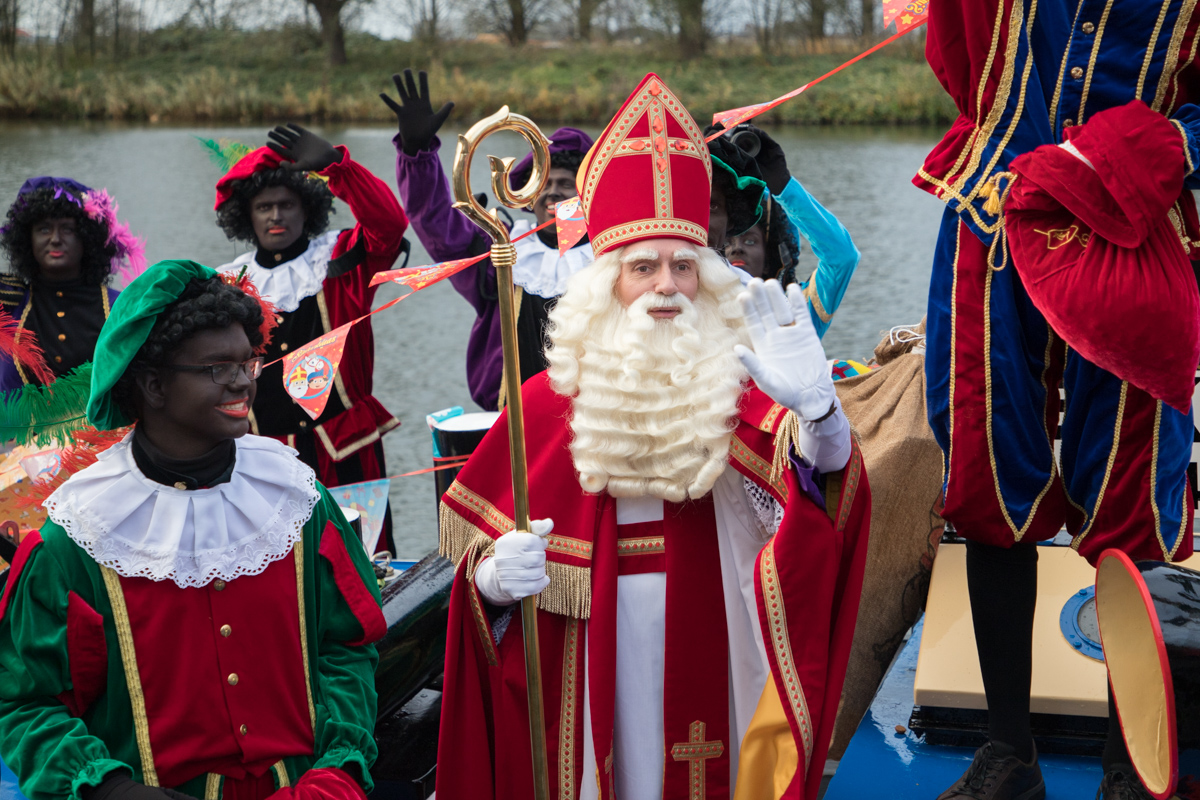 Honderden bij intocht Sinterklaas
