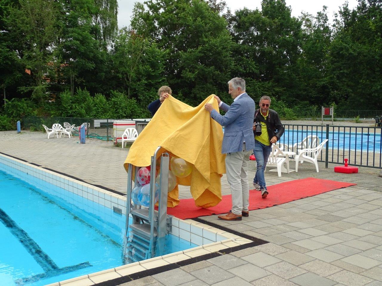 Makkelijker zwembad in een uit dankzij nieuwe trap in De Alk