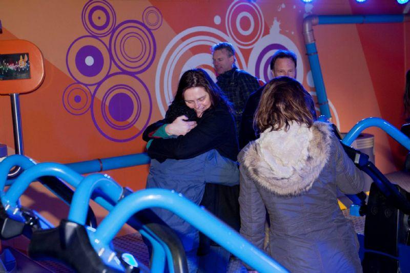 Bange moeders overwinnen achtbaanangst in Walibi Holland