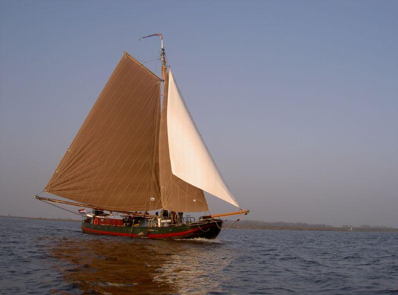 Skûtsjesilen in voorjaarsvakantie vanuit Jachthaven Flevostrand