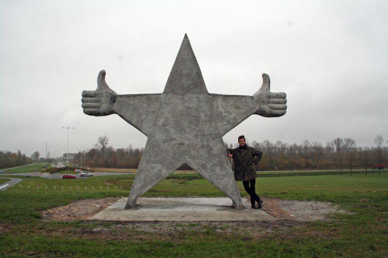 Kunstwerk Monument voor Prima Mensen onthuld