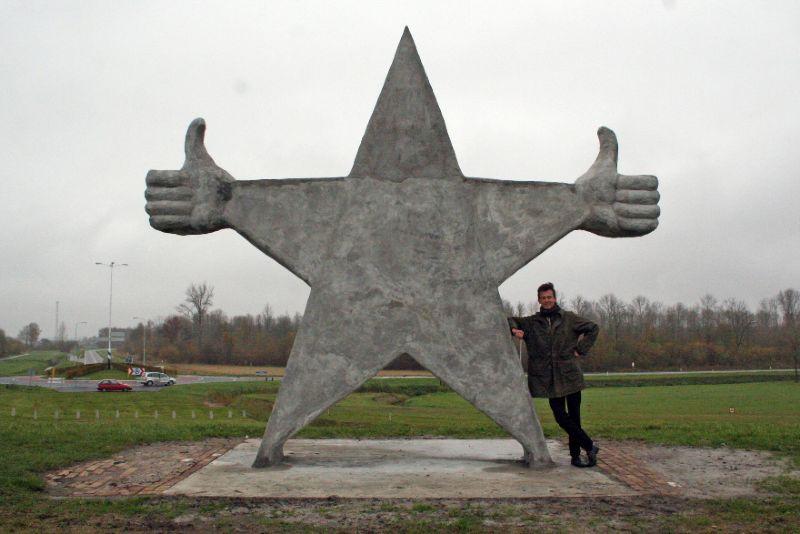 Monument Prima Mensen onthuld