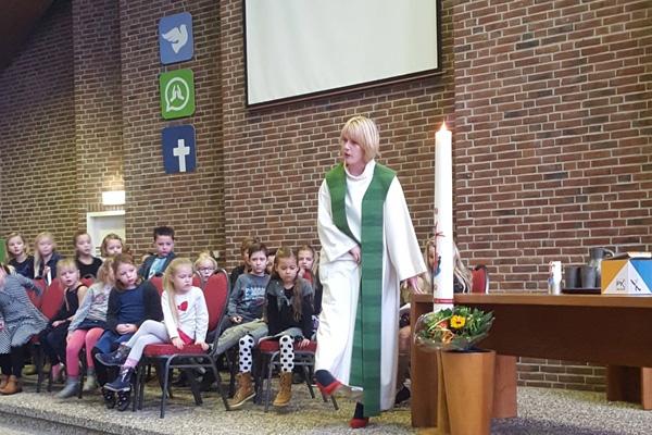 Geslaagde schoolkerkdienst in Voorhof