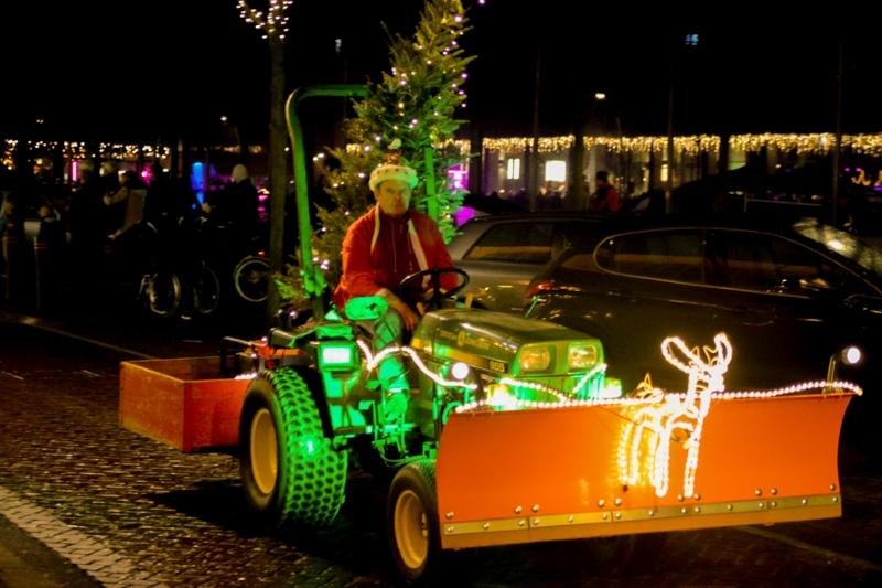 Verkeershinder tijdens de Dronterland lichtjestour in Biddinghuizen