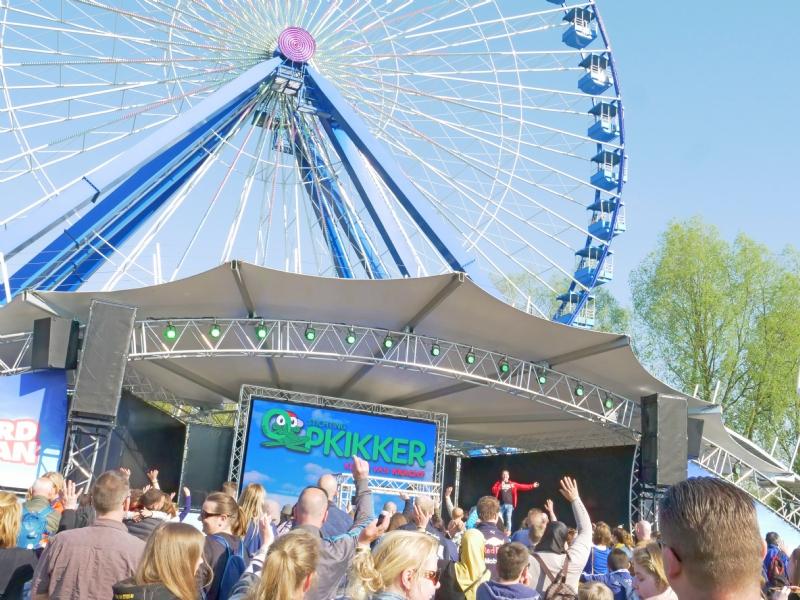 850 ouders en kinderen in Walibi Holland voor Samen Sterk-dag