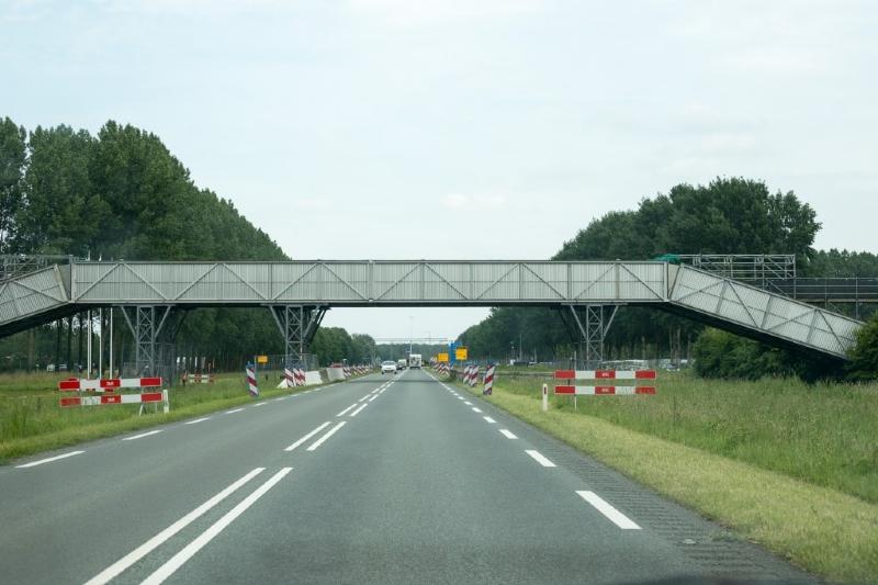 Walibi wil permanente brug over de Spijkweg